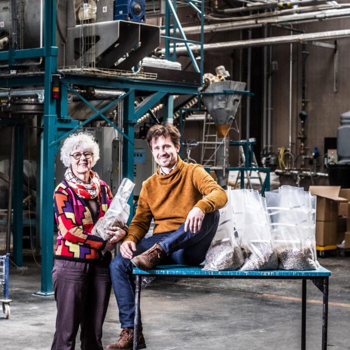 20191202 Deinze, Belgie.Magda Verfaillie en Kasper Moreaux bij Mycelia bvba. Produceert broed voor het kweken van schimmels en paddestoelen voor professionals.